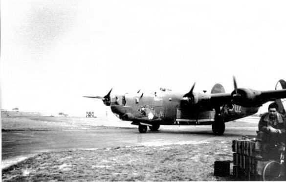 B-24J Bomber Witchcraft - taxiing on an airstrip in WW2 ...
